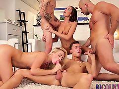 Bi dudes fuck during orgy